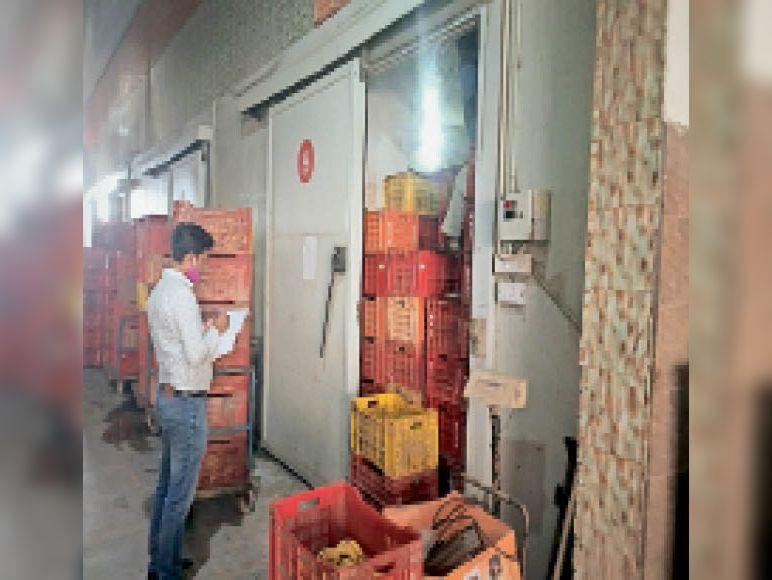 इनकम टैक्स की टीम ने फ्रूट कंपनी का रिकॉर्ड खंगाला|सिरसा,Sirsa - Dainik Bhaskar