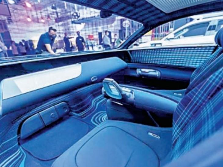 हुंडई प्रोफेसी में स्टीयरिंग की जगह ड्राइवर सीट के दोनों ओर जॉयस्टिक दी गई हैं।
