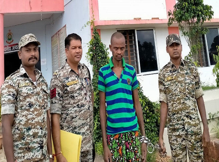 मामूली सी विवाद में गुस्साए पति ने पत्नी को डंडे से पीट-पीटकर उतारा मौत के घाट, पुलिस की गिरफ्त में आरोपी, गया सलाखों के पीछे|जगदलपुर,Jagdalpur - Dainik Bhaskar