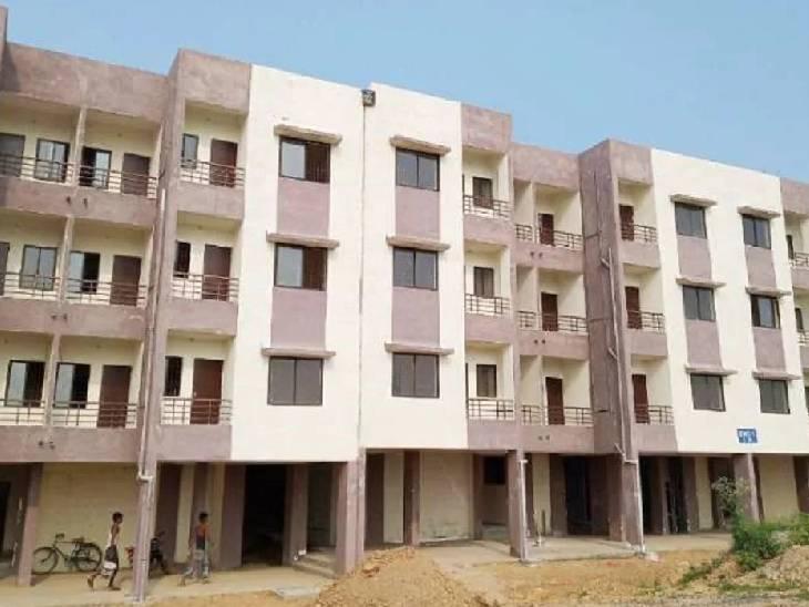 रोजगार सेवक और ग्राम प्रधान ने अपने परिवार के 25 सदस्यों के नाम कराया आवास, शिकायत के बाद भी अब तक नहीं हुई कार्रवाई|गोंडा,Gonda - Dainik Bhaskar