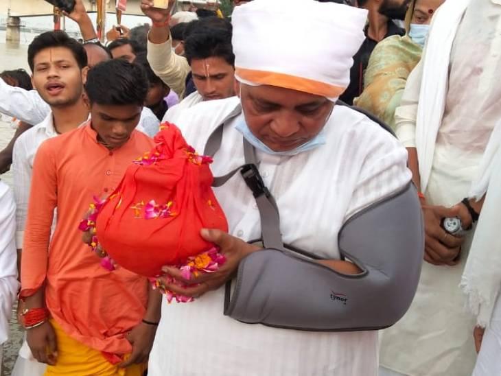 अस्थि कलश लेकर सरयू की तरफ जाते राजवीर सिंह7