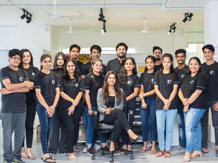 सौम्या के साथ 26 लोगों की टीम काम करती है। इसमें ऑपरेशन से लेकर प्रोसेसिंग और पैकेजिंग की टीम शामिल है।
