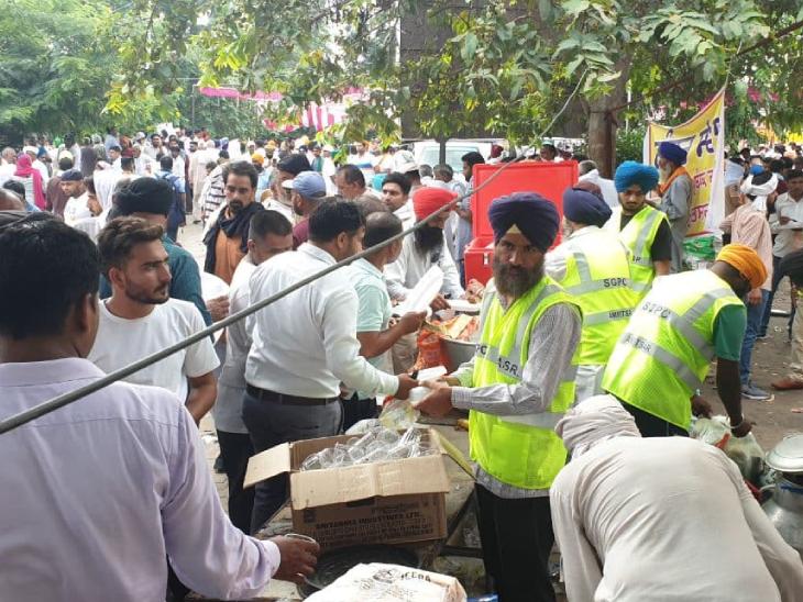 किसान आंदोलन में लंगर और चाय-पानी की व्यवस्था है। दिल्ली बॉर्डर की तरह ही किसान यहां भी लंबी तैयारी के लिए निकले थे।