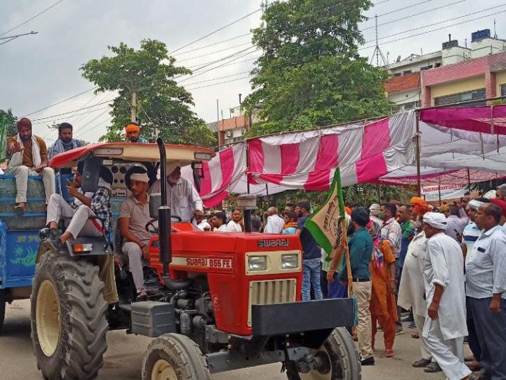 करनाल आंदोलन में शामिल होने के लिए किसान अलग-अलग राज्यों से यहां आए हैं। कई किसान अपने ट्रैक्टर के साथ आए हैं।