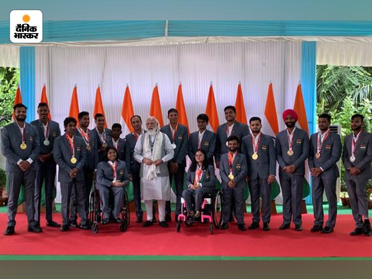 टोक्यो के मेडल विजेता पैरालिंपिक खिलाड़ियों से प्रधानमंत्री नरेंद्र मोदी अपने घर पर मिले; भारत 19 मेडल के साथ 24 वें स्थान पर|स्पोर्ट्स,Sports - Dainik Bhaskar