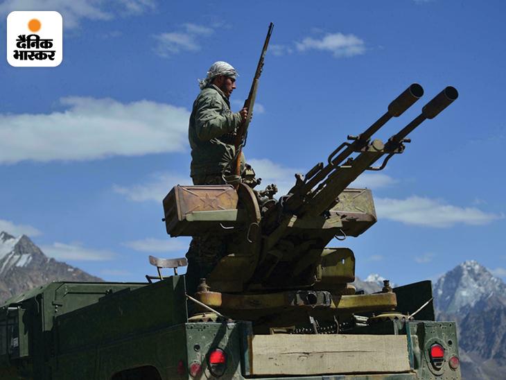 पंजशीर में NRF के नेताओं ने तालिबान का आखिरी सांस तक विरोध करने की कसम खाई है। पंजशीर के लड़ाकों के पास हवाई हमलों का जवाब देने के लिए एंटी एयरक्राफ्ट गन भी हैं।