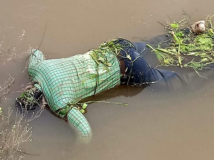 शिवनाथ नदी में शिक्षक का शरीर।