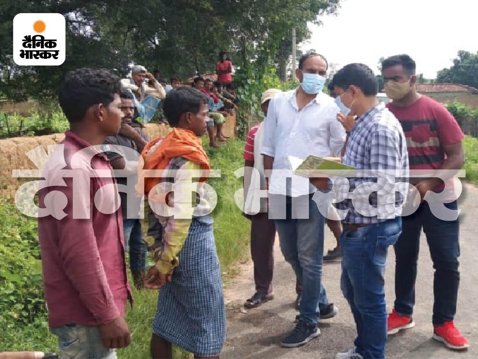 ग्रामीणों ने बताया कि रात करीब 2-3 बजे चिल्लाने की आवाज सुनी थी, लेकिन लगा कि कोई ऐसे ही शोर कर रहा होगा, इसलिए कोई गया नहीं।