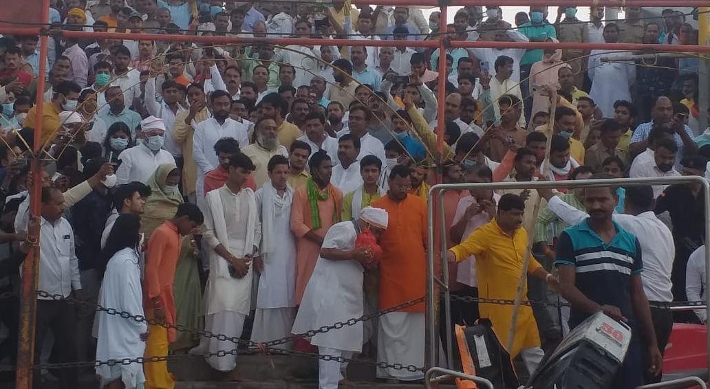 अयोध्या के सरयूतट पर पूर्व मुख्यमंत्री कल्याण सिंह को श्रद्धांजलि देने उमड़ी भीड़