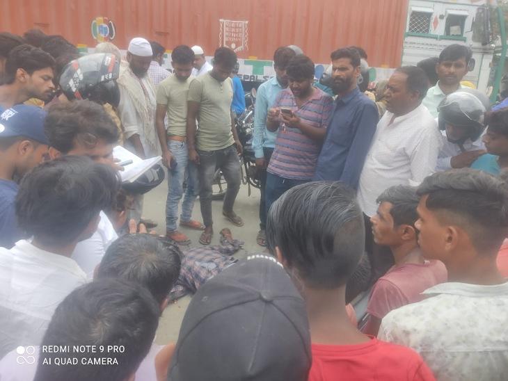 बाइक सवार को दूर तक घसीटता ले गया डंपर, युवक की दर्दनाक मौत, डंपर को छोड़कर चालक फरार|मुरादाबाद,Moradabad - Dainik Bhaskar
