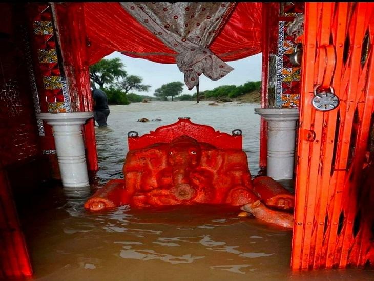 पत्थरों के टुकड़ों से घर बनाओ, फिर गणपति बना देते हैं असली मकान; कुछ ऐसी ही मान्यता है जैसलमेर के चून्धी गणेशजी की|जैसलमेर,Jaisalmer - Dainik Bhaskar