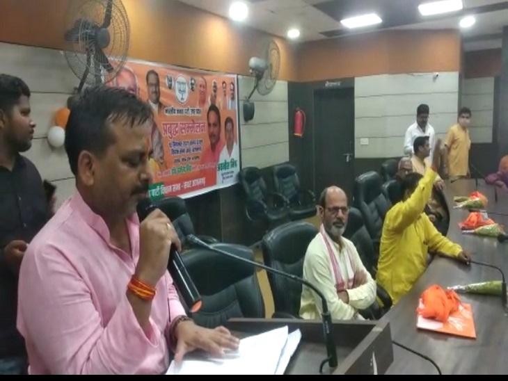 2022 के विधानसभा चुनाव को देखते हुए जनता को साधने में जुटी भाजपा ने गिनाई उपलब्धियां, 80 करोड़ लोगों को मुफ्त राशन दे रही सरकार|आजमगढ़,Azamgarh - Dainik Bhaskar
