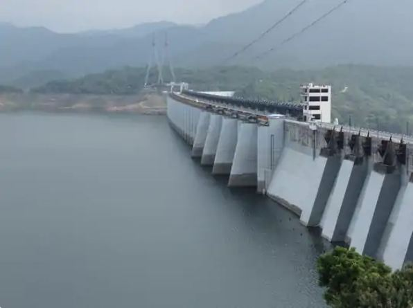 नर्मदा डैम में 24 घंटे में ही 63 सेमी पानी की बढ़ोतरी, ऊपरी क्षेत्र से 32,654 क्यूसेक पानी की आवक|गुजरात,Gujarat - Dainik Bhaskar
