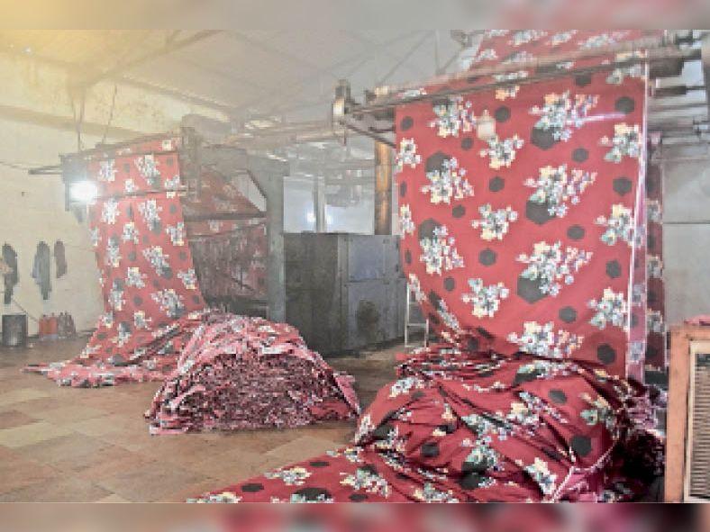 पानीपत. ओल्ड इंडस्ट्री एरिया स्थित फैक्ट्री में बनती 3डी चादर। - Dainik Bhaskar