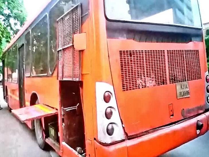 गांधीनगर स्टेशन के पास इंजन से निकलने लगा धुआं, बाइक सवार युवक ने ड्राइवर को आग की सूचना दी, इमरजेंसी गेट तोड़कर यात्रियों को निकाला जयपुर,Jaipur - Dainik Bhaskar