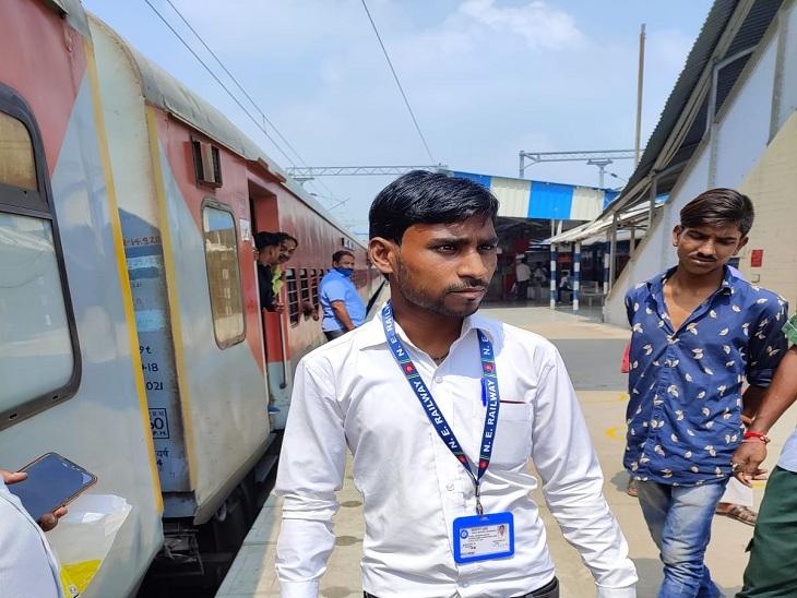 औड़िहार और वाराणसी सिटी स्टेशन के बीच धराया जालसाज, दादर एक्सप्रेस ट्रेन में था सवार; GRP को सौंपा गया|वाराणसी,Varanasi - Dainik Bhaskar
