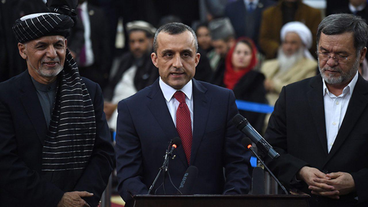पूर्व राष्ट्रपति अशरफ गनी के साथ पूर्व उपराष्ट्रपति अमरुल्लाह सालेह (बीच में)।
