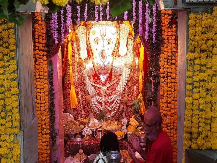 कोरोना की वजह से इस बार भी मंदिरों में दर्शन नहीं, सुबह आरती और अभिषेक, भक्तों को ऑनलाइन करवाए गए दर्शन जोधपुर,Jodhpur - Dainik Bhaskar