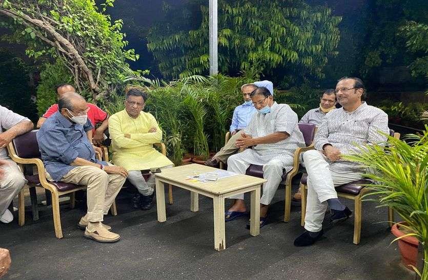 ट्रेड लाइसेंस पर लगाई रोक, व्यापारियों ने 11 सितम्बर को जयपुर बन्द का फैसला लिया वापस राजस्थान,Rajasthan - Dainik Bhaskar