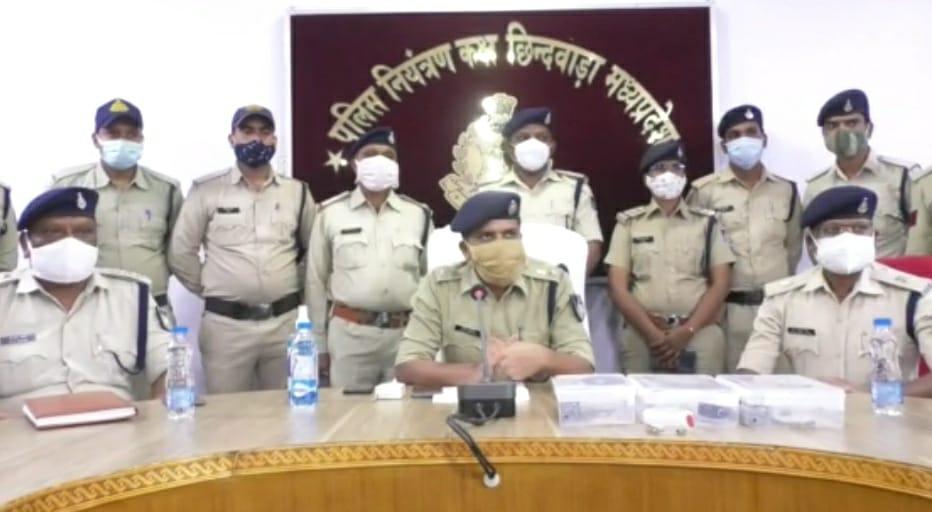 चौरई के सर्रागोह में डकैती डालने गए थे आरोपी,पालतू कुत्ते ने भौका तो कर दी फायरिंग, पुलिस ने किया गिरफ्तार|छिंदवाड़ा,Chhindwara - Dainik Bhaskar