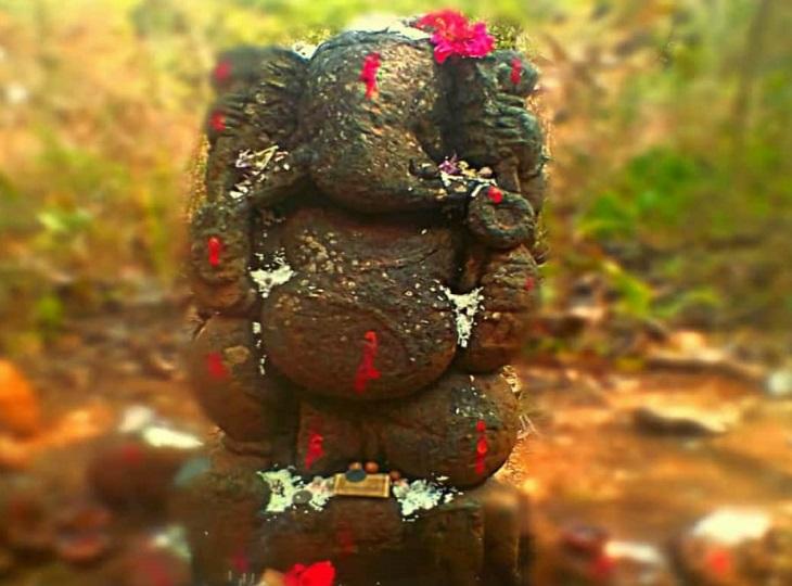 कई सालों पहले बस्तर राजा जंगल में जब शिकार के लिए जाते थे। उस दौरान वे गणेश जी के दर्शन कर ही निकलते थे।