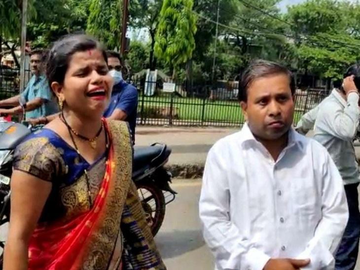 कम्पनी गार्डन के पास की घटना, पीले रंग की टी शर्ट पहना था बाइक सवार; महिला का रो-रो कर हुआ बुरा हाल बिलासपुर,Bilaspur - Dainik Bhaskar