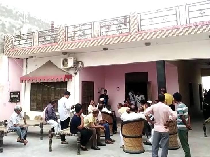 सूचना पर भाजपा नेताओं का जमावड़ा लगना शुरू हो गया।