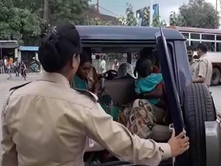 रोडवेज बस पर चुराए थे सोने व चांदी के गहने, महिलाओं ने पकड़कर किया पुलिस के हवाले|बांदा,Banda - Dainik Bhaskar