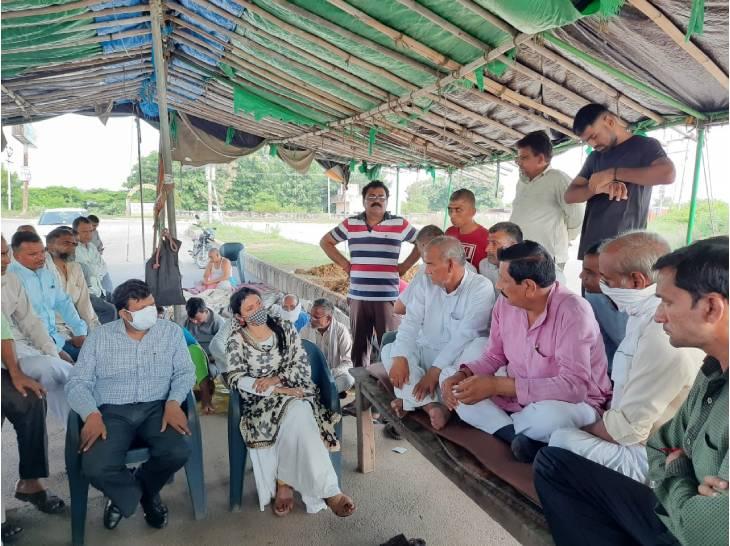 मुआवजे की मांग को लेकर 14 सितंबर के बाद समाधि लेने का किया था ऐलान, ADM ऋतु सुहास के आश्वासन पर टाला फैसला गाजियाबाद,Ghaziabad - Dainik Bhaskar