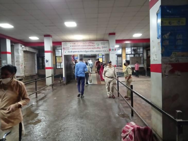गणेश प्रतिमा लेकर हॉस्टल जा रहे एमबीबीएस छात्र पर 8 बाहरी युवकों ने किया चाकू से वार; पीठ, हाथ और जांघ में लगे कट, पांचों आरोपी गिरफ्तार|जबलपुर,Jabalpur - Dainik Bhaskar