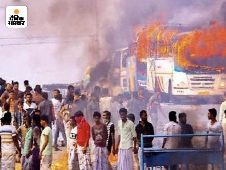 2 मई को नतीजों वाले दिन से ही बंगाल में हिंसक घटनाएं शुरू हो गई थीं। कई वाहनों को भी आग के हवाले कर दिया गया।