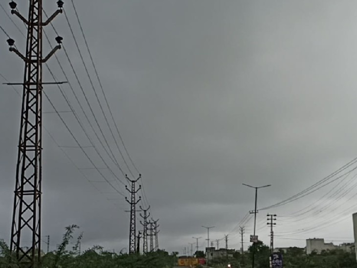12 घण्टे में 20 एमएम बारिश, जिलेकई हिस्से में बदला मौसम, हमीरगढ़ में रिकॉर्ड तोड़ 72 एमएम बारिश भीलवाड़ा,Bhilwara - Dainik Bhaskar