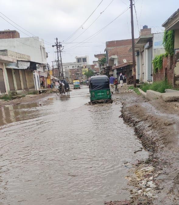 मेरठ में शहर से लेकर देहात तक जलभराव की समस्या, लगातार शिकायत के बाद भी नहीं जाग रहा नगर निगम, अफसरों के दावे भी हो रहे धड़ाम|मेरठ,Meerut - Dainik Bhaskar