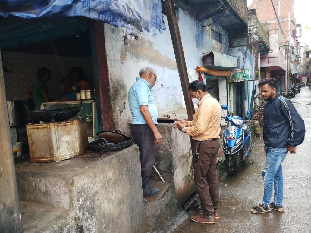 पुराने टायर, कूलर और गमलों में मिला डेंगू लार्वा, पानी फिंकवाकर केमिकल का छिड़काव किया, जुर्माने के 65 केस बनाए|भोपाल,Bhopal - Dainik Bhaskar