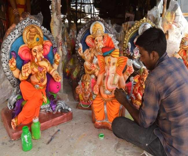 रोहतक में राजस्थान और कोलकाता की मिट्टी से तैयार गणपति की मूर्तियां छह जिलों में की गई स्थापित रोहतक,Rohtak - Dainik Bhaskar