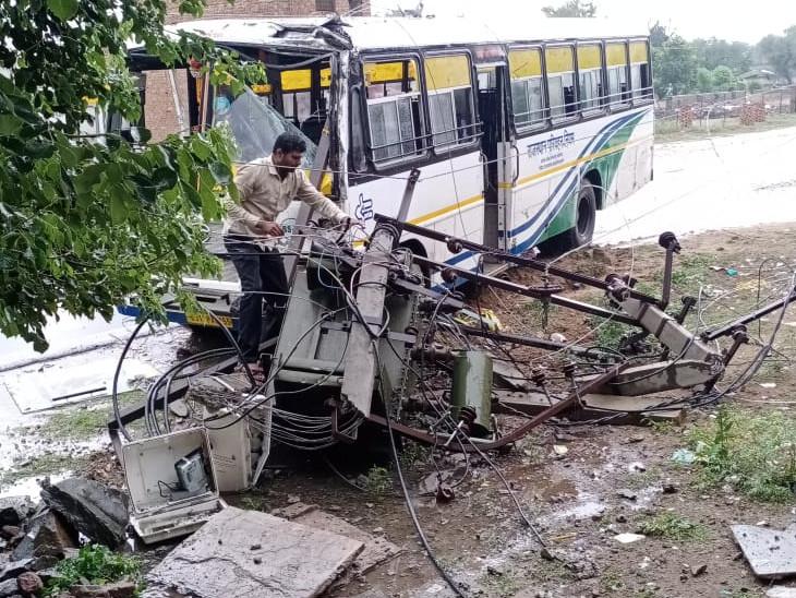 7 घंटे बाधित रही बिजली आपूर्ति, बिजली कर्मचारी बरसात में भी लाइन को दुरुस्त करने में जुटे रहे|झुंझुनूं,Jhunjhunu - Dainik Bhaskar