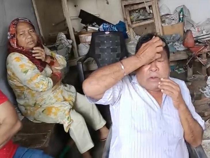 अंकल जी, बदमाश दातर लेकर मुझे मारने आ रहे हैं, मुझे छुपा लो-कहकर दुकान में घुसा लुटेरा; आंख में मिर्ची झोंक गले से चेन झपटकर भाग निकला|जालंधर,Jalandhar - Dainik Bhaskar