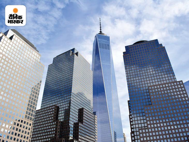 2001 में हुए इन आतंकी हमलों के चार साल के भीतर ही दोनों टॉवर की जगह मेमोरियल और म्यूजियम बना दिए और One World Trade Center बना दिया गया। इस बिल्डिंग की ऊंचाई 1776 फीट यानी 541.3 मीटर ऊंची है। डेनियल लिबेसकाइंड इसके आर्किटेक्ट हैं।