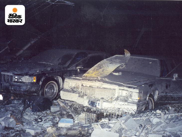 9/11 हमले की यह तस्वीर भी पहली बार दुनिया के सामने आई है। तस्वीर में अमेरिकी सीक्रेट सर्विस के न्यूयॉर्क फील्ड ऑफिस के बेसमेंट में खड़ी बख्तरबंद लिमोजिन गाड़ियां नजर आ रही हैं। यह ऑफिस WTC के करीब ही था। WTC ढहने से सीक्रेट सर्विस की सभी बख्तरबंद लिमोजिन बुरी तरह क्षतिग्रस्त हो गई थीं।