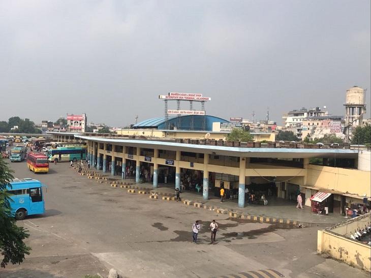 सरकारी बसें बंद होने से जालंधर के बस स्टैंड पर पसरा सन्नाटा। - Dainik Bhaskar