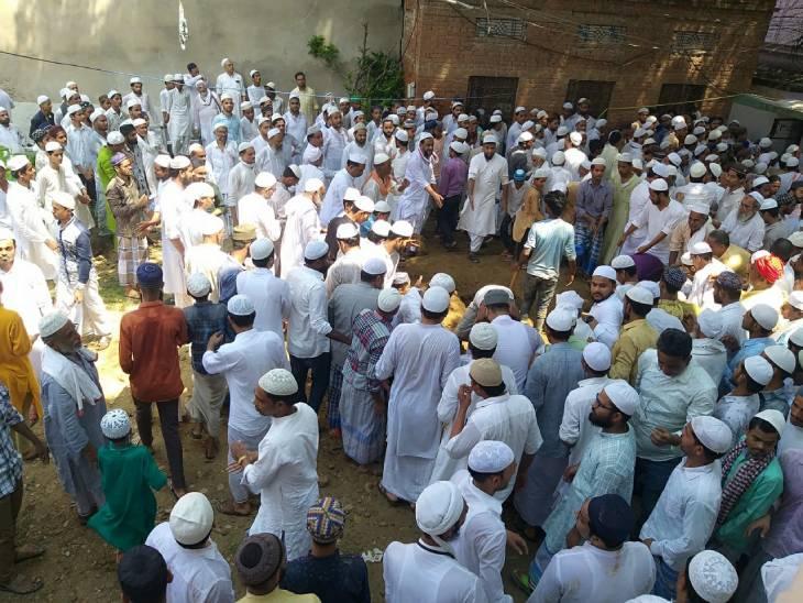 वाराणसी में बुनकर बिरादरी के चहेते थे तंज़ीम बाईसी के सरदार; कांग्रेस और सपा समेत मिट्टी देने पहुंचे हजारों लोग|वाराणसी,Varanasi - Dainik Bhaskar