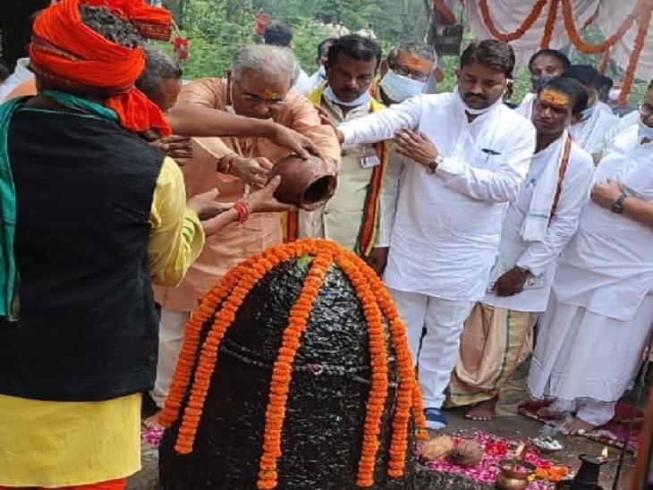 वैष्णोदेवी के रास्ते में हुई भेंट पर भाजपा ने पूछा था- संयोग है या प्रयोग; CM बोले- कोई तारीफ कर रहा है तो रमन सिंह क्यों परेशान हैं|रायपुर,Raipur - Dainik Bhaskar