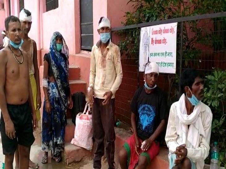 वाराणसी के शंकरपुर गांव में दो पक्ष भिड़े, घायल हुए 10 लोगों का कराया गया उपचार; मारपीट का वीडियो वायरल|वाराणसी,Varanasi - Dainik Bhaskar