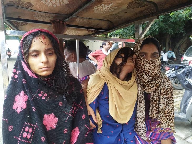 सहारनपुर में रंजिश में 4 युवतियों को सड़क पर बेरहमी से पीटा, घायल बेटियों को लेकर थाने पहुंचा पिता, आरोपियों के खिलाफ दी तहरीर|सहारनपुर,Saharanpur - Dainik Bhaskar