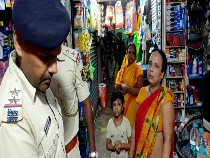 पेट के बगल में लगी गोली, तीन राउंड की थी फायरिंग; तीन की संख्या में थे बाइक सवार अपराधी, एक को लोगों ने दबोचा|मुजफ्फरपुर,Muzaffarpur - Dainik Bhaskar