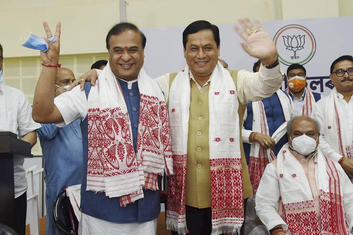 असम में सोनोवाल और हिमंता में मुख्यमंत्री पद के लिए बराबरी का संघर्ष था। बाद में पार्टी ने हिमंता को मुख्यमंत्री बनाया और सोनोवाल को केंद्रीय मंत्री बनाया।