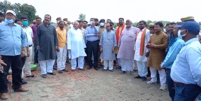दर्जा प्राप्त मंत्री अतुल सिंह ने तैयारियों का लिया जायजा, बोले- सीएम को बताएंगे गन्ना किसानों की समस्या कुशीनगर,Kushinagar - Dainik Bhaskar