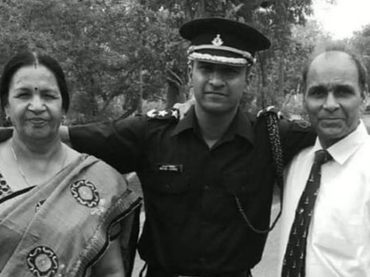 अपने माता-पिता के साथ मेजर विश्नोई। (फाइल फोटो)