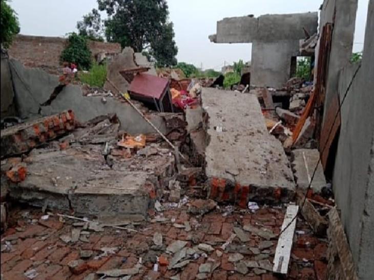 विस्फोट के बाद मलबे में तब्दील हुआ घर।