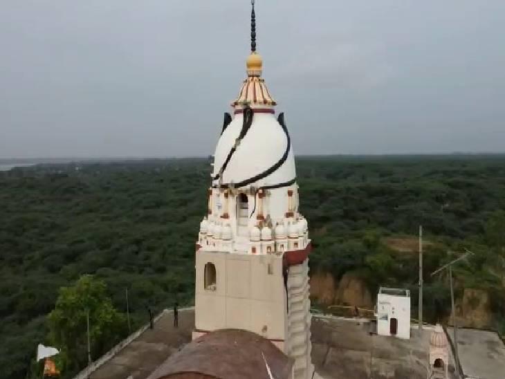 ऐतिहासिक भारेश्वर मंदिर।
